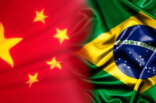 Bandeira do Brasil e China, lado a lado