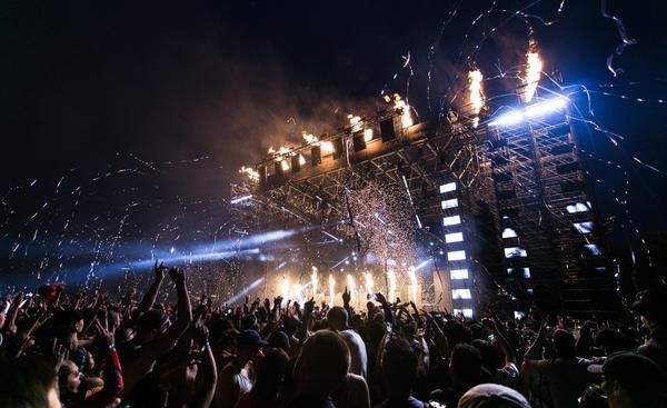 people-at-concert.jpg