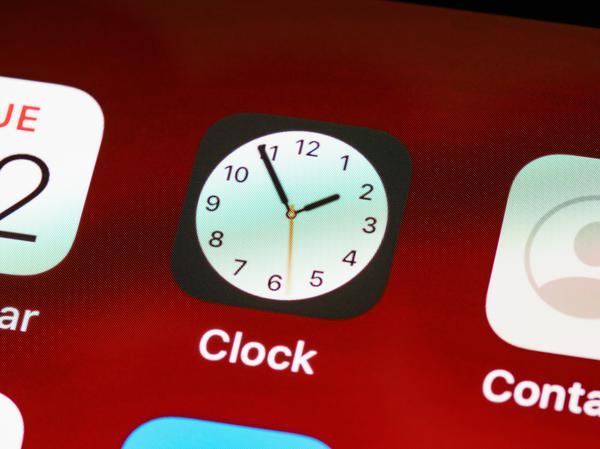 clock,phone, app, red