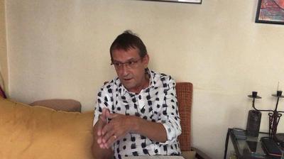 un funcionario catalán protesta contra la deriva identitaria