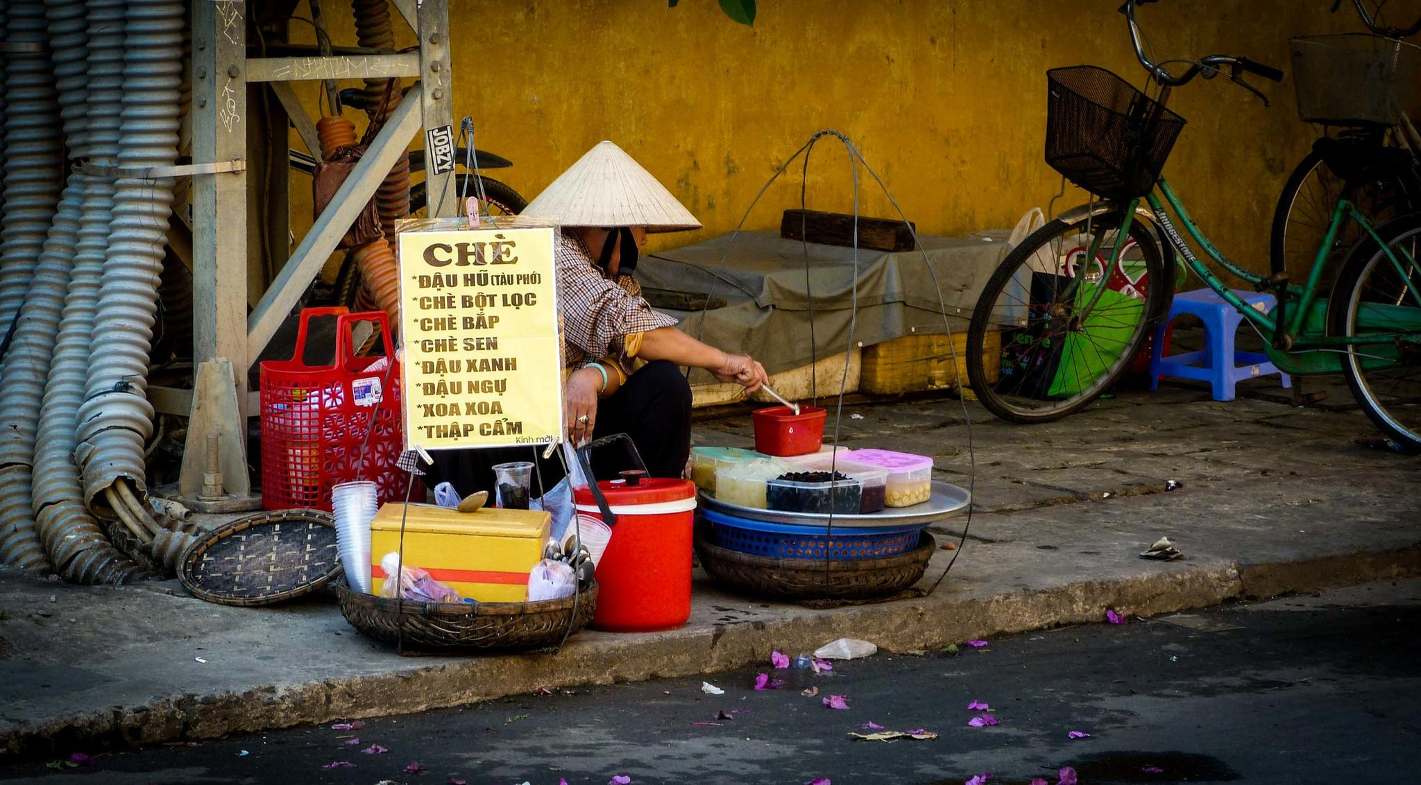Street vendor in Hoi An